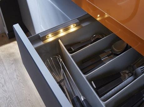 Tout savoir sur l 39 clairage dans la cuisine leroy merlin for Eclairage tiroir cuisine