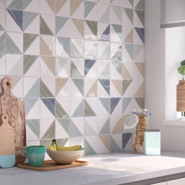 Embellir les murs de la cuisine, avec du carrelage mural blanc ...