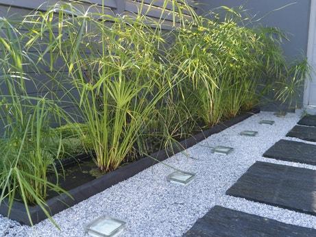 Des all es inspir es pour votre jardin leroy merlin - Faire une allee de jardin avec des dalles ...
