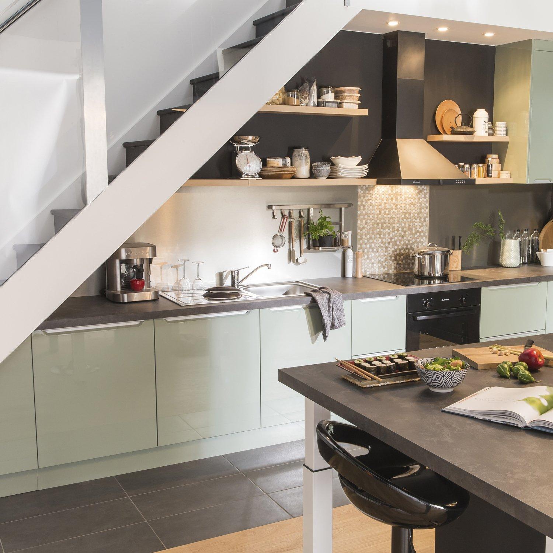 une cuisine vert pastel et gris dans la tendance | leroy merlin