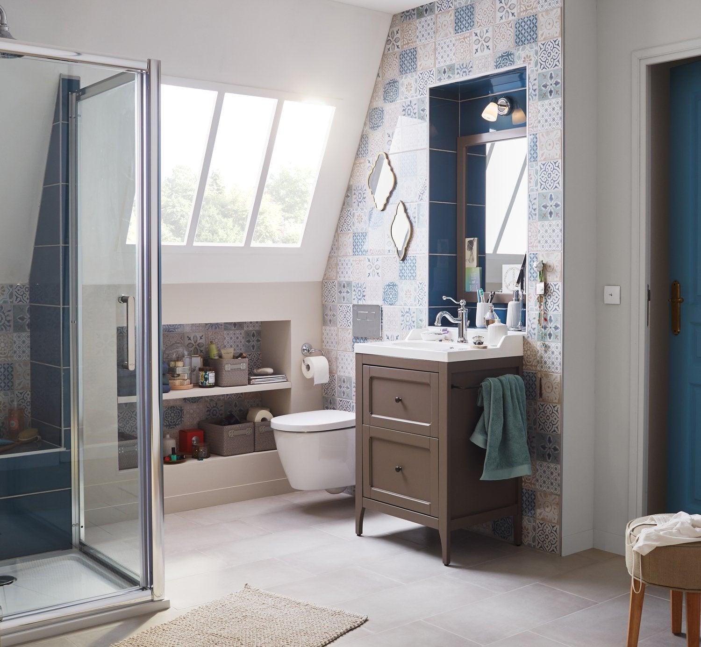 petite salle de bain sous pente de toit fabulous lespace de cette petite salle bain habitosbe. Black Bedroom Furniture Sets. Home Design Ideas