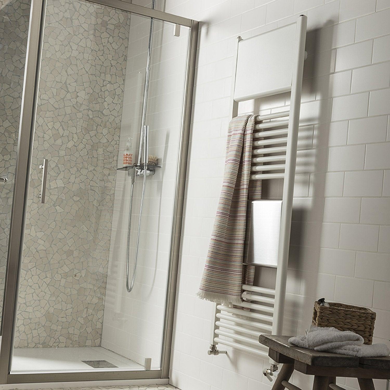 Un radiateur s che serviettes blanc pour r chauffer votre for Purger un radiateur seche serviette