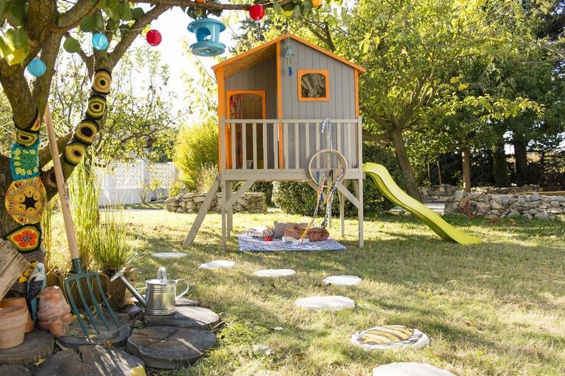 Une cabane perch e d cor e par les enfants leroy merlin - Leroy merlin cabane de jardin ...