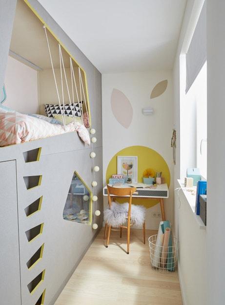 On aménage la chambre d'enfant avec un bureau