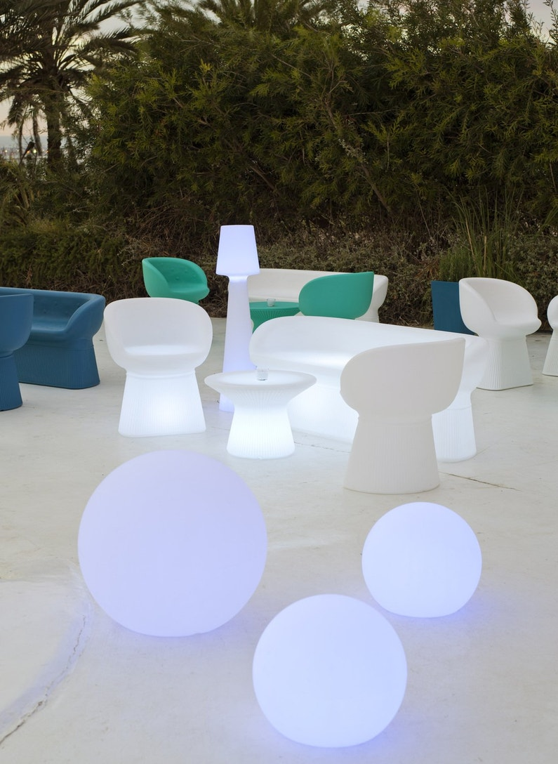 des boules lumineuses pour la d coration du jardin leroy. Black Bedroom Furniture Sets. Home Design Ideas