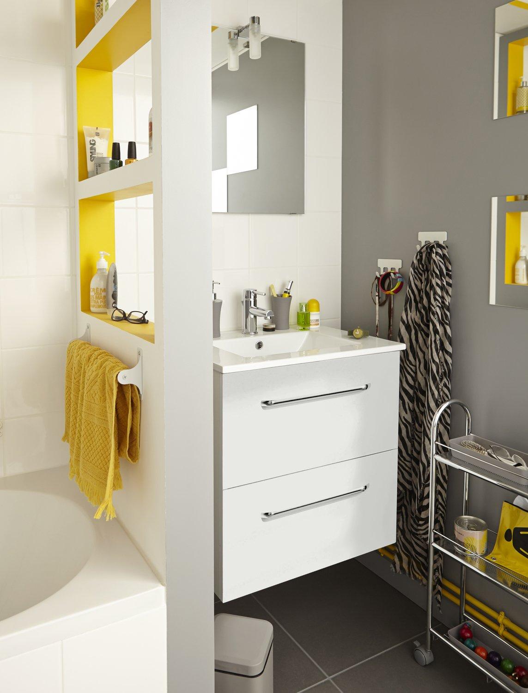 Une cloison creus e en niches pour ranger et s parer - Monter une cloison dans une salle de bain ...
