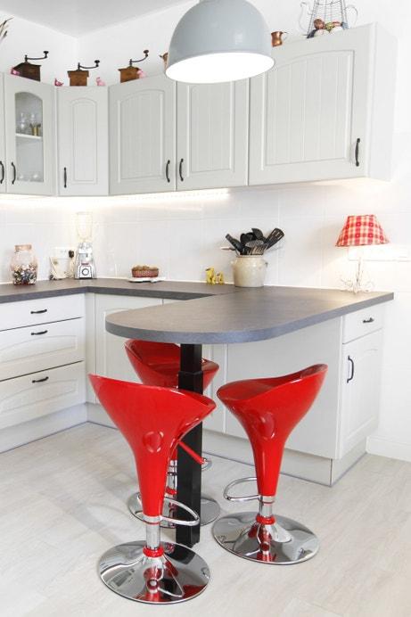 Une touche de design dans la cuisine campagne d'Annie