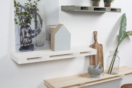 Des étagères pratiques pour une décoration raffinée