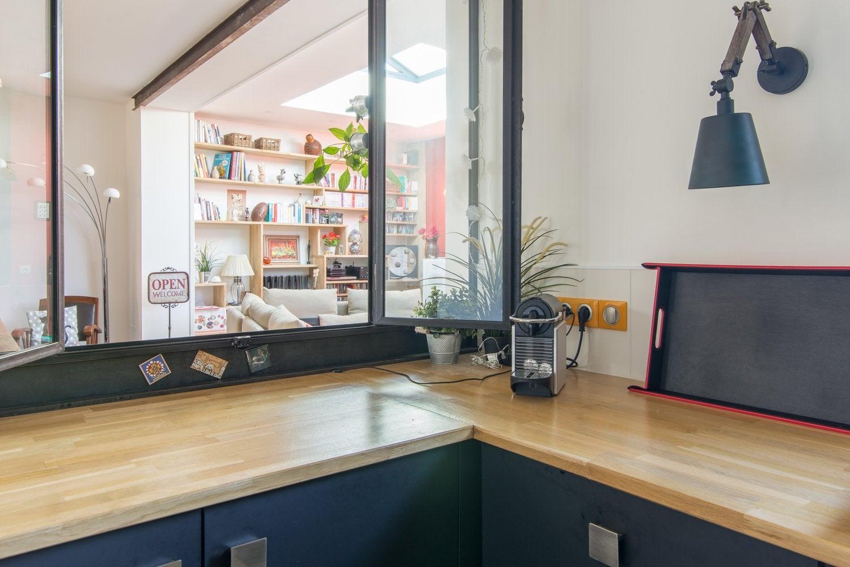La cuisine d 39 annie avec une touche de rouge leroy merlin - Cuisine rouge plan de travail noir ...