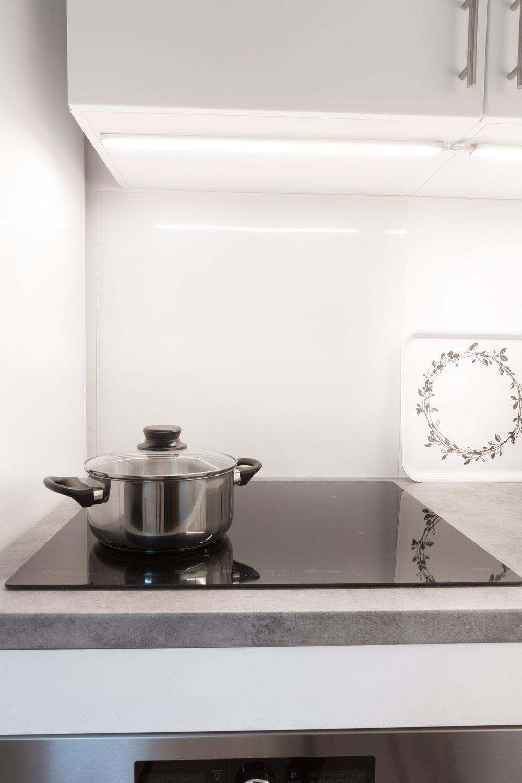 un clairage fonctionnel dans la cuisine de nina ivry sur seine leroy merlin. Black Bedroom Furniture Sets. Home Design Ideas