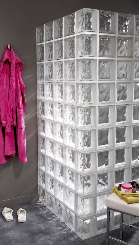 Des briques en verre pour la douche