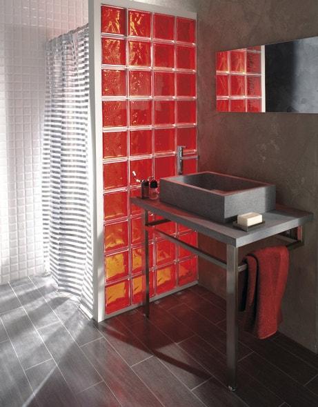 Des briques de verre dans votre salle de bains leroy merlin - Salle de bain carreau de verre ...