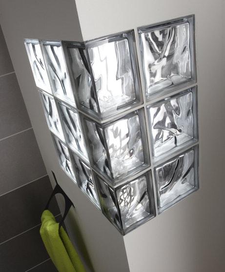 Des briques de verre dans votre salle de bains | Leroy Merlin