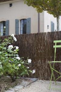 se prot ger des regards avec une cl ture fleurie leroy merlin. Black Bedroom Furniture Sets. Home Design Ideas