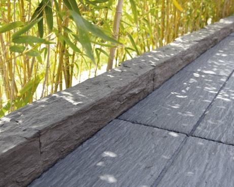 Bordure de terrasse grise