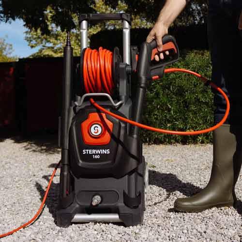 Nettoyeur haute pression, détergent et accessoire