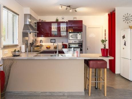 La cuisine ouverte et fonctionnelle de Karine à La Meaugon