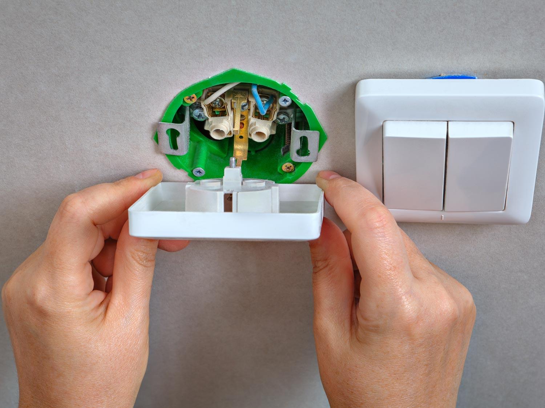 interrupteur et prise electricit domotique leroy merlin. Black Bedroom Furniture Sets. Home Design Ideas