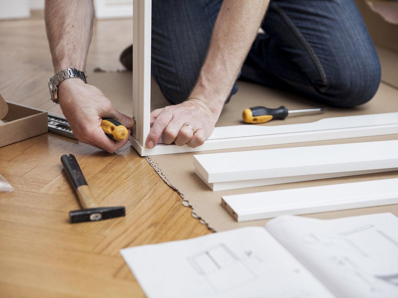 comment installer un placard de rangement sous pente. Black Bedroom Furniture Sets. Home Design Ideas