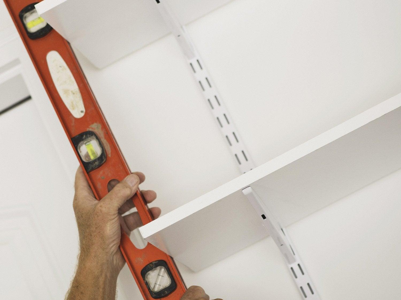 Comment Fixer Des Tasseaux comment monter une étagère sur tasseaux ?   leroy merlin