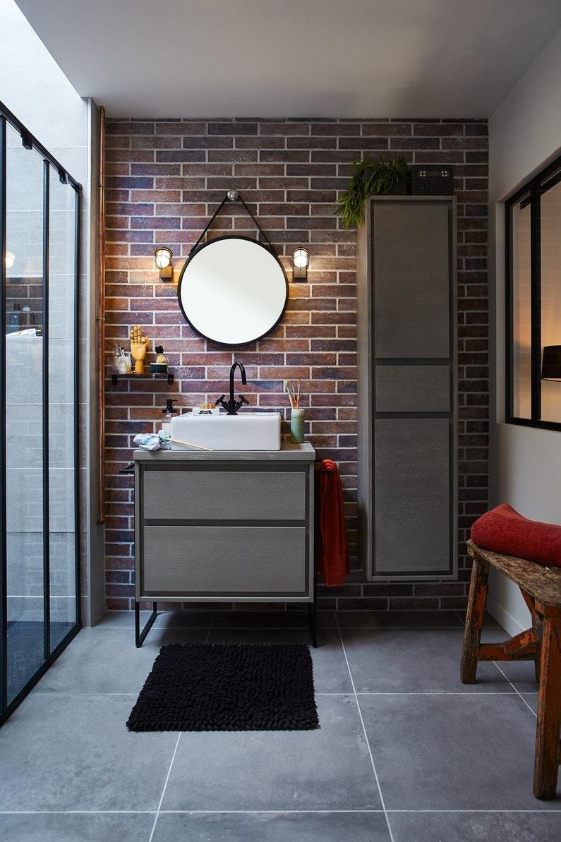 Effet loft gr ce aux plaquettes de parement imitation - Salle de bain briquette ...