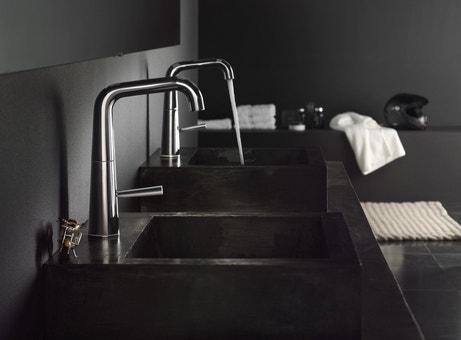Le noir s'invite dans la salle de bains