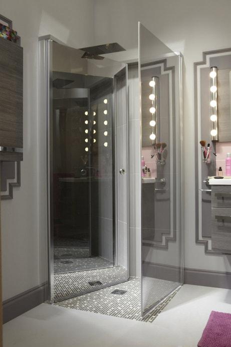 Des parois miroirs pour la douche à l'italienne