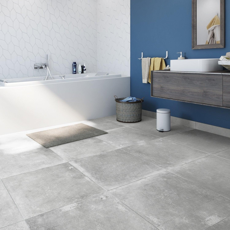 Un sol effet béton pour la salle de bains | Leroy Merlin