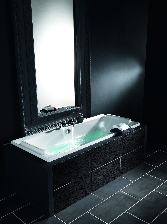 la baignoire se fond dans le d cor leroy merlin. Black Bedroom Furniture Sets. Home Design Ideas