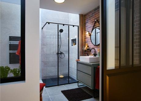 Une douche à l'italienne au style vintage industriel