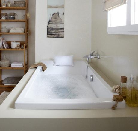Une baignoire rectangulaire dans votre salle de bains
