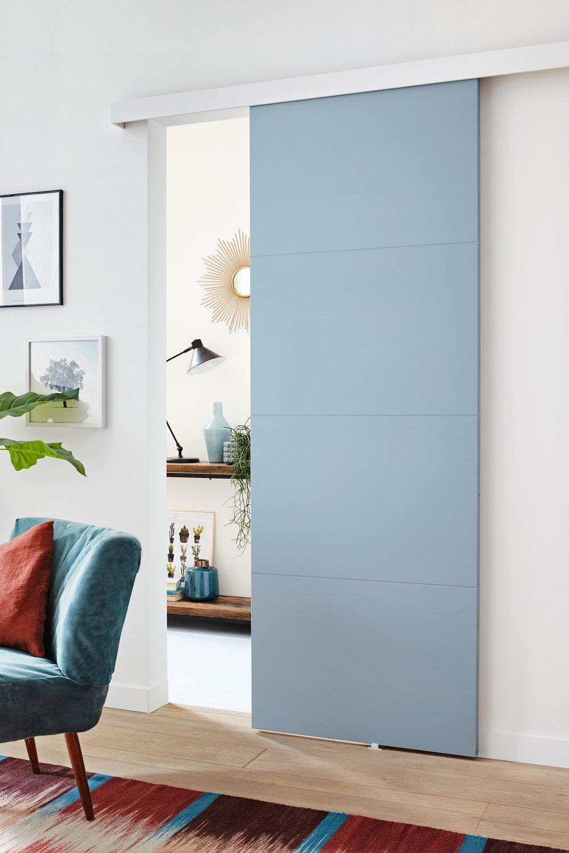 Une porte coulissante bleu pour s parer deux pi ces - Separer une chambre en deux avec une seule fenetre ...