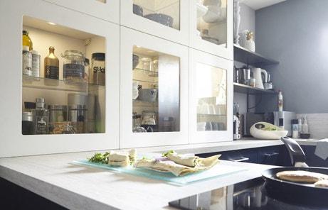 Une porte vitrée pour vos meubles de cuisine