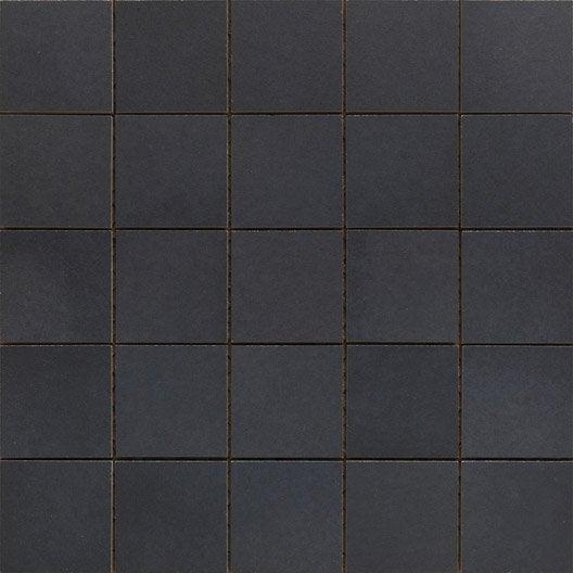 Mosa que et galets pour carrelage de salle de bains leroy merlin - Mosaique noire ...