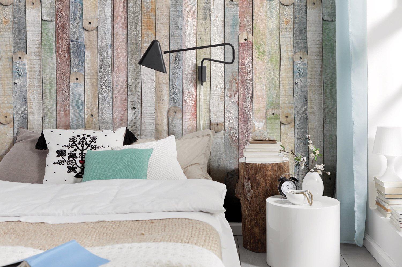 Decoration Murale Pour Tete De Lit un trompe l'oeil de palettes colorées pour la tête de lit