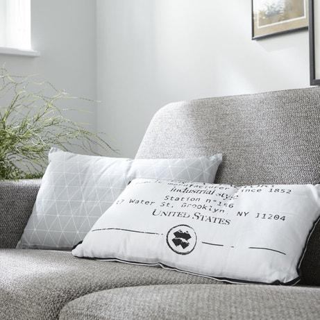 Des coussins originaux pour rajeunir un vieux canapé