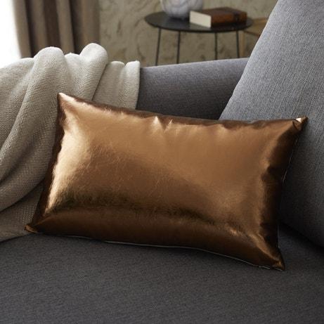 Le coussin or pour sublimer le canapé