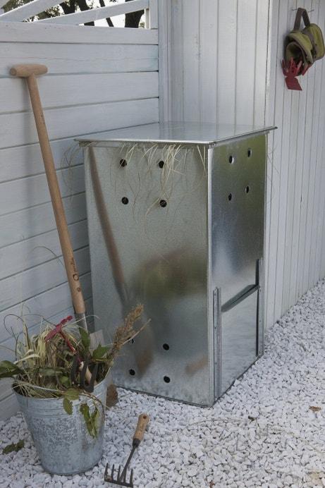 Un composteur en acier galvanisé pour les déchets