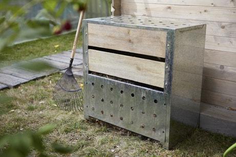 Composteur en bois et en metal