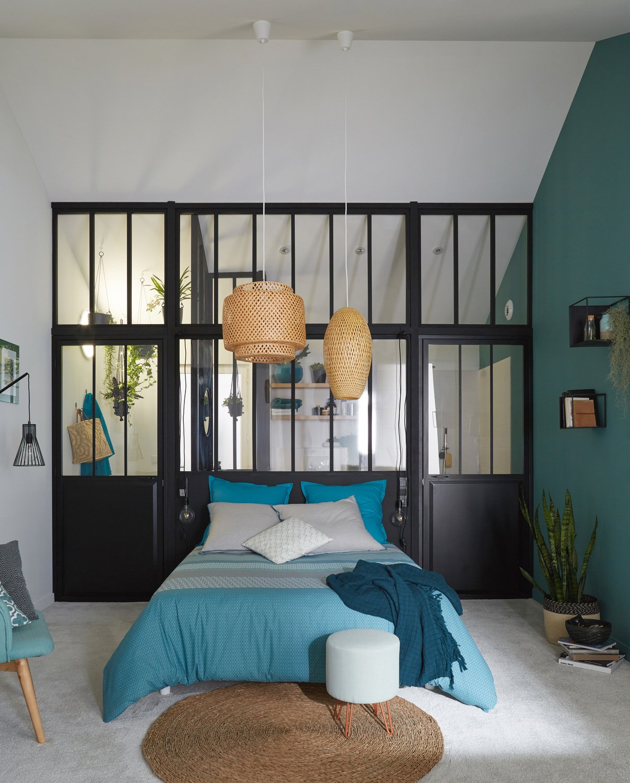 une chambre avec une verri re d 39 atelier leroy merlin. Black Bedroom Furniture Sets. Home Design Ideas