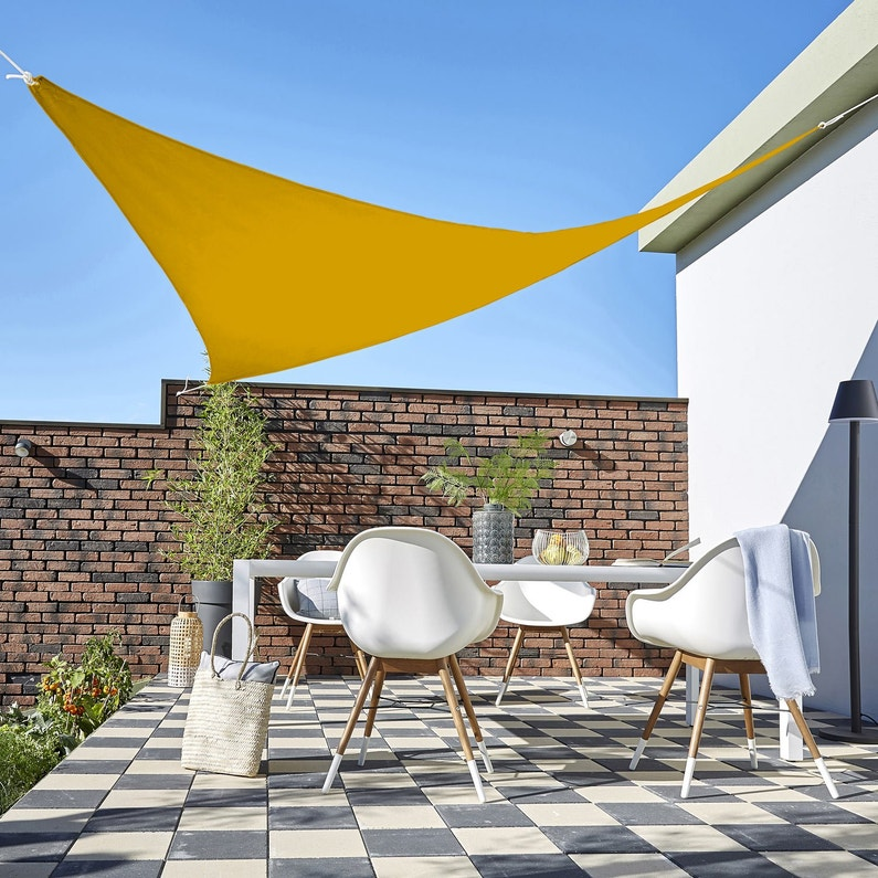 Voile d\'ombrage triangulaire jaune solemio L.360 x l.360 cm | Leroy ...