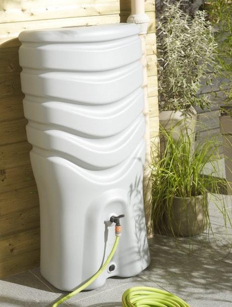 Un récupérateur d'eau de pluie pour arroser votre jardin