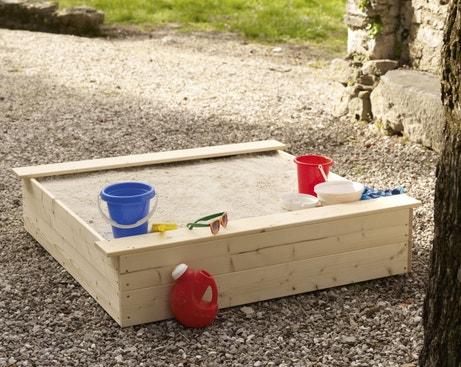 Un bac à sable en bois pour vos enfants