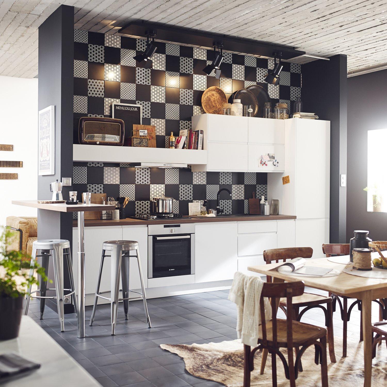 Cuisine Noir Et Blanc Mat un assemblage de carreaux noir et blanc pour la crédence de