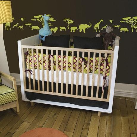 Décorer les murs d'une chambre d'enfant avec le pochoir frise savane