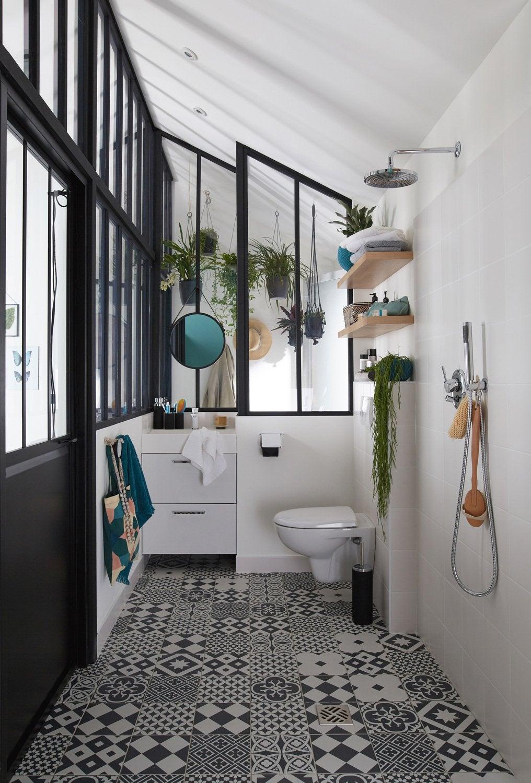 Des WC adaptés dans un style noir et blanc | Leroy Merlin