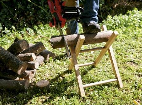 Bien choisir ses outils pour couper et d biter du bois - Chevalet pour couper du bois ...