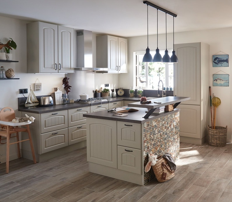 une cuisine au style campagne leroy merlin. Black Bedroom Furniture Sets. Home Design Ideas