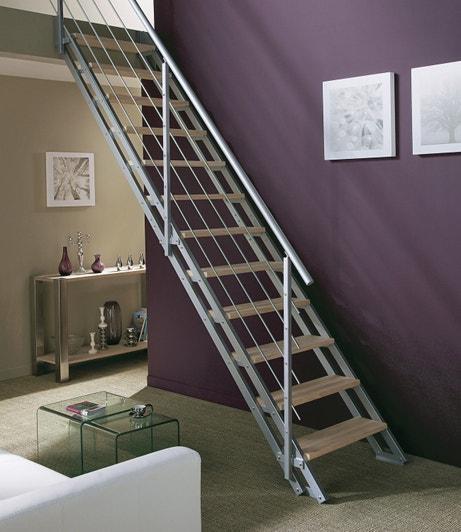 Un escalier industriel mixe entre bois et alu