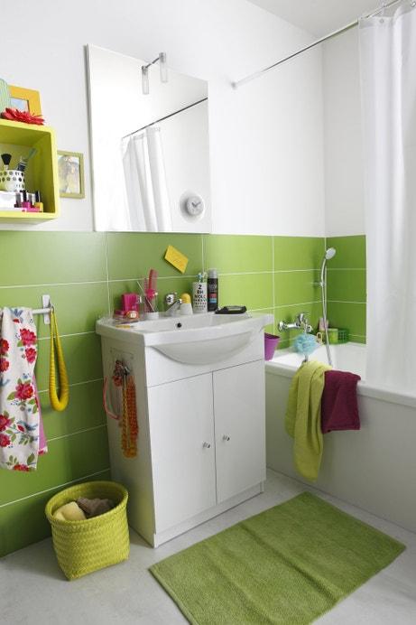 Salle de bains joyeuse et énergique